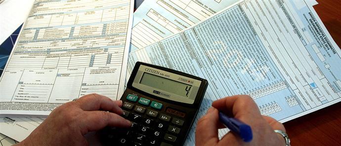 Ολοένα και περισσότεροι οι φόροι: Πληρώνουμε περισσότερα κι ακόμα χρωστάμε!
