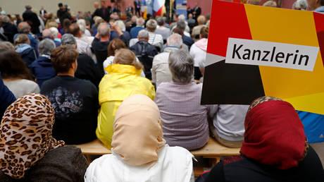 Βέμπερ: Το προσφυγικό είναι το σημείο τριβής στον σχηματισμό κυβέρνησης στη Γερμανία