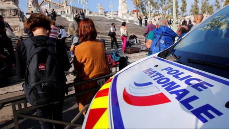 Γαλλία: Συνελήφθη άνδρας που απειλούσε με μαχαίρι περαστικούς και τουρίστες