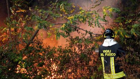 Δασικές πυρκαγιές στην Ιταλία-Εκατοντάδες άνθρωποι εγκατέλειψαν τα σπίτια τους