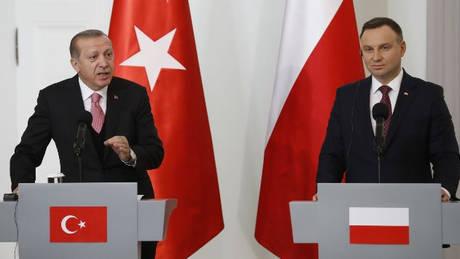Επίσκεψη Ερντογάν στην Πολωνία – Οι αιχμές του «σουλτάνου» για την Ε.Ε.
