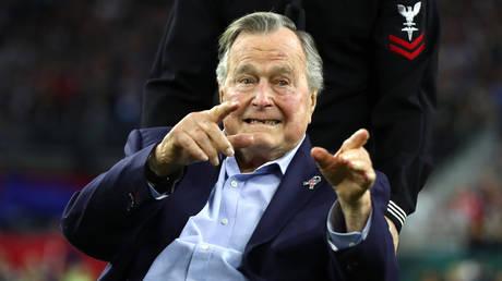 Ηθοποιός κατηγορεί τον Τζορτζ Μπους για σεξουαλική παρενόχληση (pics)