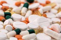 Η Ελλάδα πρωταγωνιστεί αρνητικά επιβάλλοντας επιβάρυνση τρεις φορές πάνω από τον Ευρωπαϊκό μέσο όρο στις φαρμακευτικές εταιρίες!