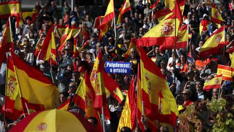 Η Μαδρίτη αναλαμβάνει την κηδεμονία της Καταλονίας και ο Πουτζντεμόν καλεί σε αντίσταση (pics&vids)