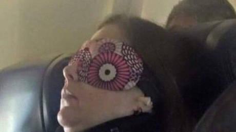 Η επιβάτις αεροπλάνου που έγινε… viral (pic)
