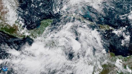 Η καταιγίδα Νέιτ φτάνει στις ΗΠΑ – Κλείνουν λιμάνια από τη Λουιζιάνα έως τη Φλόριντα