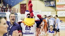 Η νέα μασκότ του Κόροιβου είναι κόκορας και ονομάζεται… «Κοροιβάρας»!