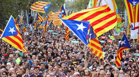 Ισπανία: Ένα βήμα πριν την κήρυξη της ανεξαρτησίας η Καταλονία