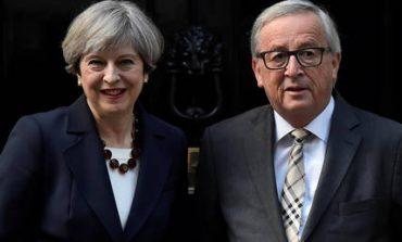 Μέι-Γιούνκερ συμφώνησαν να επιταχύνουν τις συνομιλίες για το Brexit