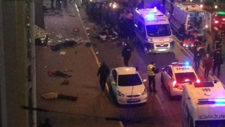 Ουκρανία: Όχημα έπεσε πάνω σε πεζούς – Νεκροί και τραυματίες (pics&vid)