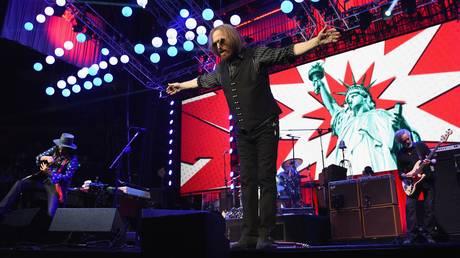 Πέθανε ο τραγουδιστής Tom Petty