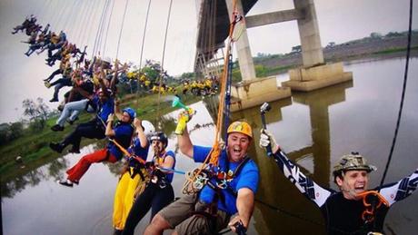 Πτώση για… ρεκόρ στη Βραζιλία: 245 άνθρωποι έπεσαν ταυτόχρονα από γέφυρα (pics & vid)