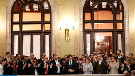Στα άκρα η πολιτική κρίση στην Ισπανία μετά την ανακήρυξη της ανεξαρτησίας της Καταλονίας