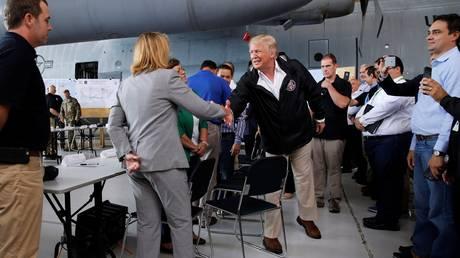 Στο Πουέρτο Ρίκο ο Ντόναλντ Τραμπ δύο εβδομάδες μετά το πέρασμα του τυφώνα Μαρία (pics)