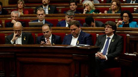 Στο καταλανικό κοινοβούλιο η πρόταση ανεξαρτησίας – Στο πλευρό της Μαδρίτης η Κομισιόν
