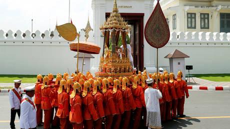 Ταϊλάνδη: Μεγαλειώδης αποχαιρετισμός στον βασιλιά Μπουμιμπόλ