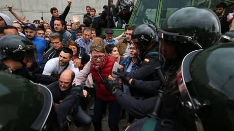 Την παραίτηση του Ραχόι ζητά η δήμαρχος της Βαρκελώνης