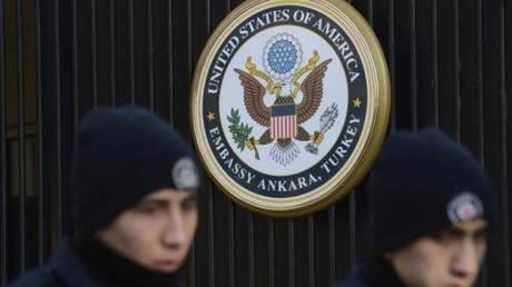 Τουρκία: Αποφυλακίστηκαν η σύζυγος και η κόρη εργαζομένου στο προξενείο των ΗΠΑ