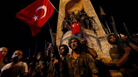 Τουρκία: Εντάλματα σύλληψης σε βάρος 25 στρατιωτικών για το αποτυχημένο πραξικόπημα