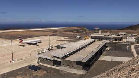 Το «πιο άχρηστο αεροδρόμιο του κόσμου» υποδέχτηκε την πρώτη του εμπορική πτήση