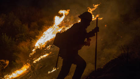 Τρία πύρινα μέτωπα στην Καλιφόρνια – Εκκενώνονται σπίτια (pics)
