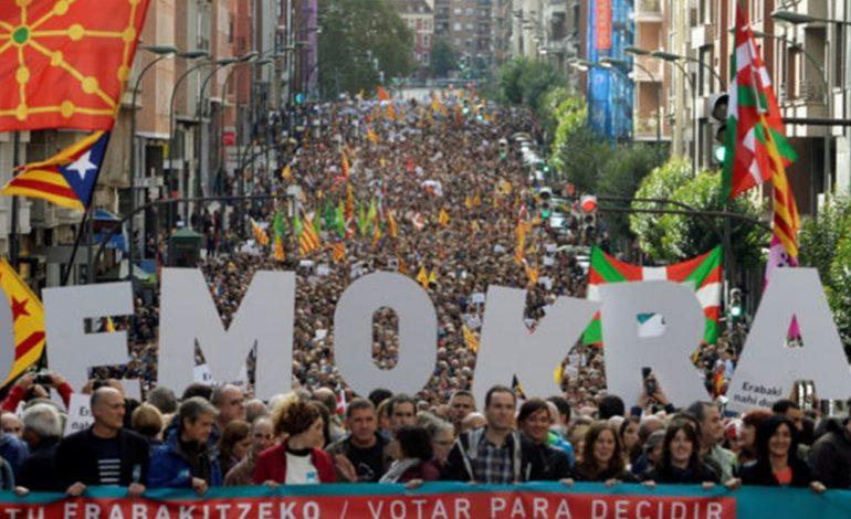 Καταλονία: Το 90% είπε «ναι» στην ανεξαρτησία – Ραχόι: Δεν έγινε κανένα δημοψήφισμα