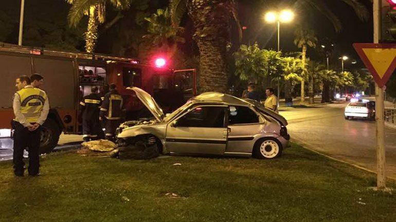 Σοβαρό τροχαίο ατύχημα στη Βουλιαγμένης – νεαροί απεγκλωβίστηκαν από την Πυροσβεστική