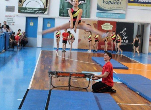 Αμαζόνες Νέας Ερυθραίας. Εβδομαδιαίο πρόγραμμα ενόργανης και cheerleaders.