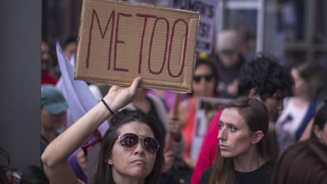«Έκανα ό,τι μου ζητούσε»: Η σεξουαλική παρενόχληση δεν είναι «προνόμιο» του Χόλιγουντ