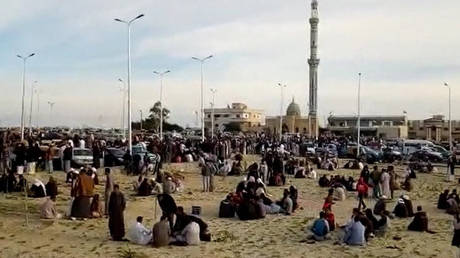 Αίγυπτος: Στους 305 οι νεκροί από την αιματηρή επίθεση – Οι ένοπλοι κρατούσαν σημαία του ISIS