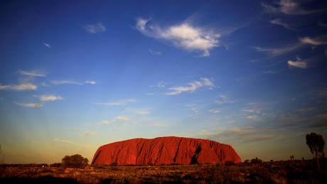 Αυστραλία: Το περίφημο Ουλουρού παύει να έιναι προσβάσιμο στο ορειβατικό κοινό