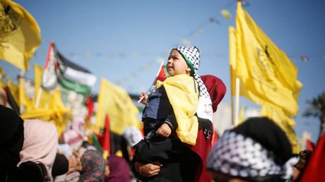 Γάζα: Δεκάδες χιλιάδες Παλαιστίνοι τίμησαν την επέτειο θανάτου του Γιάσερ Αραφάτ (pics)