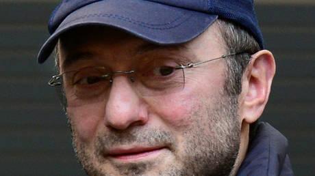 Γαλλία: Παραμένει υπό κράτηση ο ρώσος βουλευτής – Τον ανέκριναν 36 ώρες