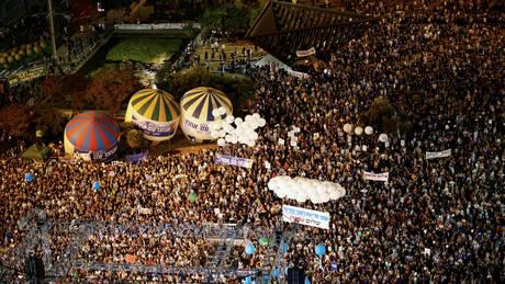 Δεκάδες χιλιάδες στους δρόμους του Τελ Αβίβ για την επέτειο δολοφονίας του Γιτζάκ Ράμπιν (pics)
