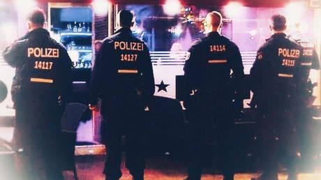 #ΔενΕίναιΣωστό: η αστυνομία του Βερολίνου ενημερώνει ότι τα παιδιά δεν έχουν θέση στο πορτ-μπαγκάζ