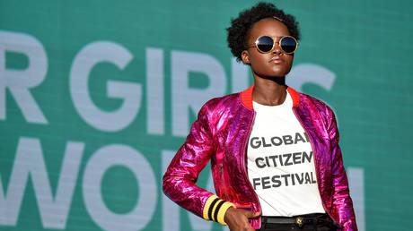 Η Λουπίτα Νιόνγκο καταγγέλλει τον «ευρωκεντρισμό» γνωστού περιοδικού μετά από ρετούς