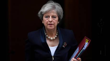 Η Μέι υπόσχεται προστασία στην ΕΕ από την «ρωσική επιθετικότητα»