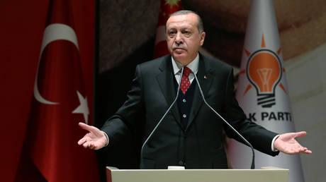 Η Τουρκία ετοιμάζεται να θέσει θέμα αποχώρησης από το ΝΑΤΟ