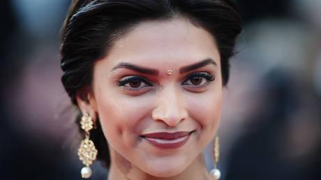 Ινδία: Κυβερνητικό στέλεχος πληρώνει αδρά όποιον… αποκεφαλίσει διάσημη ηθοποιό (pics&vid)