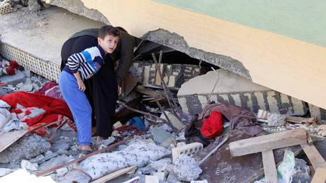 Ιράν: Τρόμος, εκατοντάδες νεκροί και χιλιάδες τραυματίες από τα φονικά 7,3 Ρίχτερ