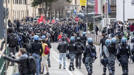 Ιταλία: Πορεία κατά του οργανωμένου εγκλήματος στην παραθαλάσσια περιοχή της Ρώμης Όστια