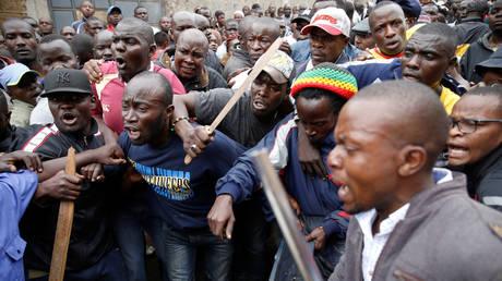 Κένυα: Τέσσερις νεκροί σε παραγκούπολη – Συγκρούσεις μεταξύ κατοίκων και αστυνομικών