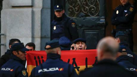 Καταλονία: Κατέθεσε η πρόεδρος του κοινοβουλίου – Απελευθέρωση των κρατουμένων ζητά ο Πουτζντεμόν