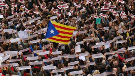 Καταλονία: Το Συνταγματικό Δικαστηρίο ακύρωσε την κήρυξη ανεξαρτησίας – Πουτζντεμόν κατά ΕΕ