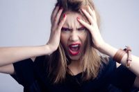 Νεύρα με το παραμικρό, εκνευρισμός, θυμός μπορεί να τα προκαλεί πάθηση ή κάποιο φάρμακο;