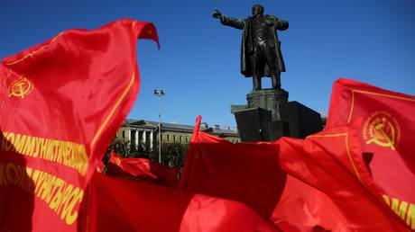 Οι Ρώσοι ανακαλύπτουν μηνύματα σε χρονοκάψουλες από τους σοβιετικούς προγόνους τους