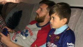 Ο Μέσι διαβάζει παραμύθι στον γιο του! (pic)