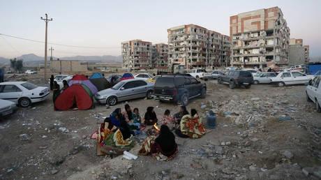 Πάνω από 150 νεκροί από τον σεισμό των 7,3 Ρίχτερ στα σύνορα Ιράν-Ιράκ