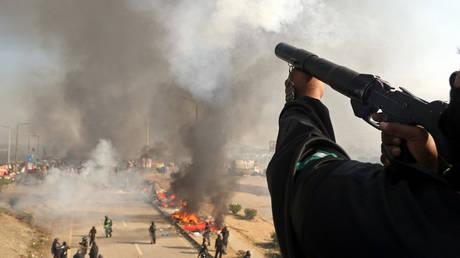 Πακιστάν: Συνεχίζονται οι συγκρούσεις δυνάμεων ασφαλείας και διαδηλωτών – Έξι νεκροί (pics)