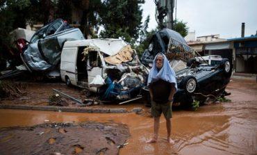 Πανικός πάλι στη Μάνδρα - Νέος ορμητικός χείμαρρος στην οδό Κοροπούλη
